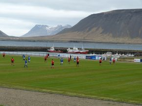 How can they watch the ball with scenery like that?